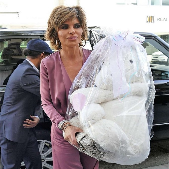 Lisa Rinna baby shower gift Andy Cohen